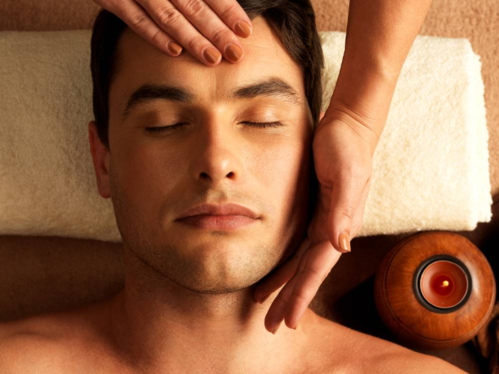 Massagem facial masculina